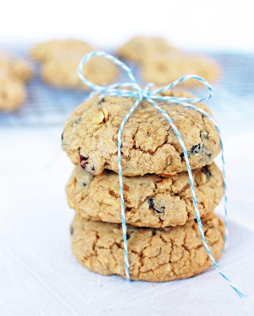 Chewy oatmeal raisin cookies | www.ifyougiveablondeakitchen.com