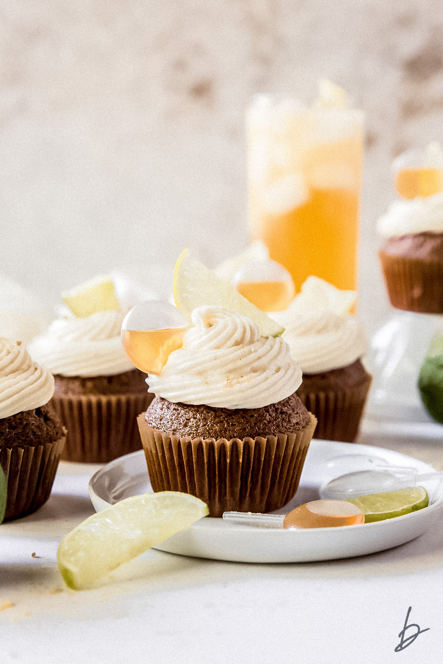 Dark and Stormy Cupcakes inspired by the Bermudan cocktail with Gosling's Rum | Recipe by @haleydwilliams
