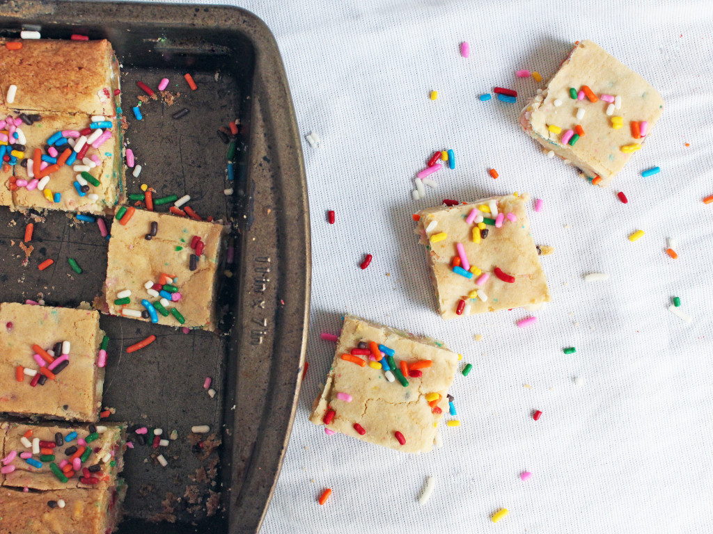 Boozy Birthday Bars with Funfetti cake mix and Amaretto liquor | Recipe by @haleydwilliams