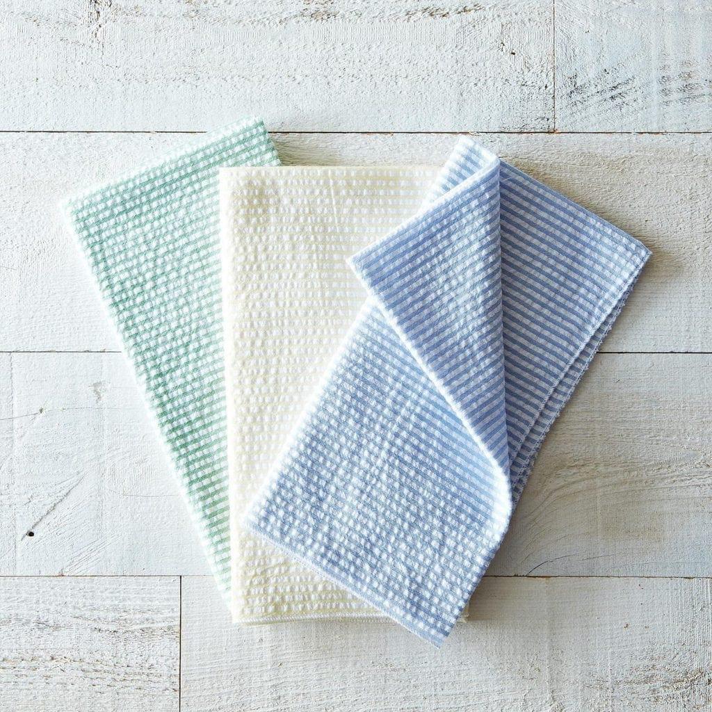 Easter Entertaining Essentials: Seersucker napkins and tablecloth | @haleydwilliams