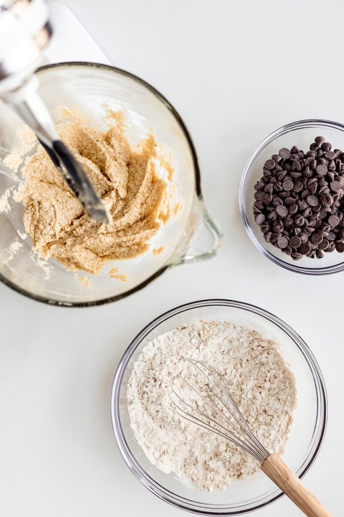 bowl of wet banana mixture, bowl of dry flour ingredients, bowl of chocolate chips