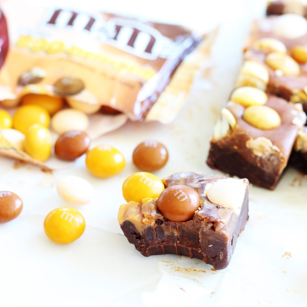 Chocolate butterscotch fudge is a delicious no-bake treat with only four ingredients! Great for Halloween. | www.ifyougiveablondeakitchen.com