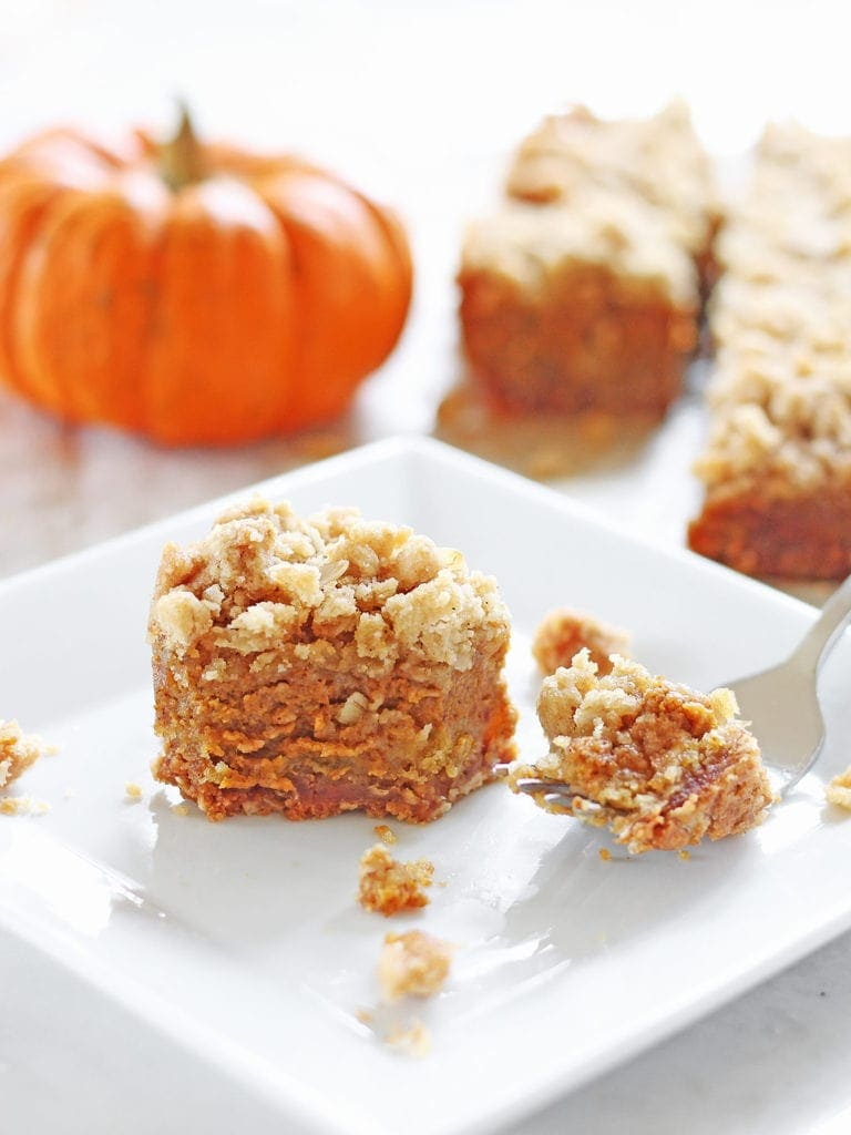Easy Pumpkin Pie Bars with Oat Crumble | www.ifyougiveablondeakitchen.com