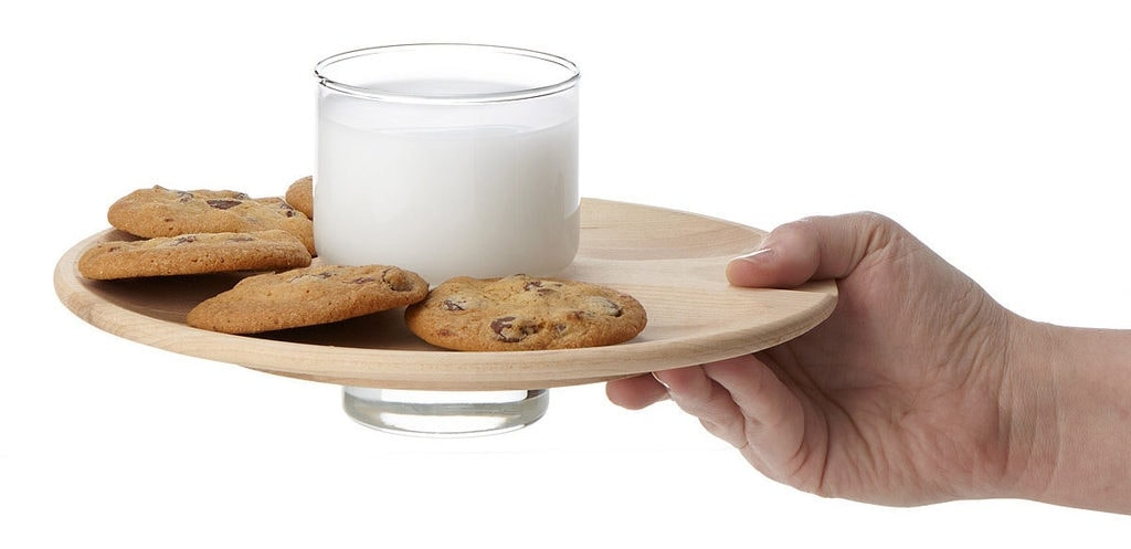 uncommon-goods-milk-and-cookies-dunk-and-drink-set