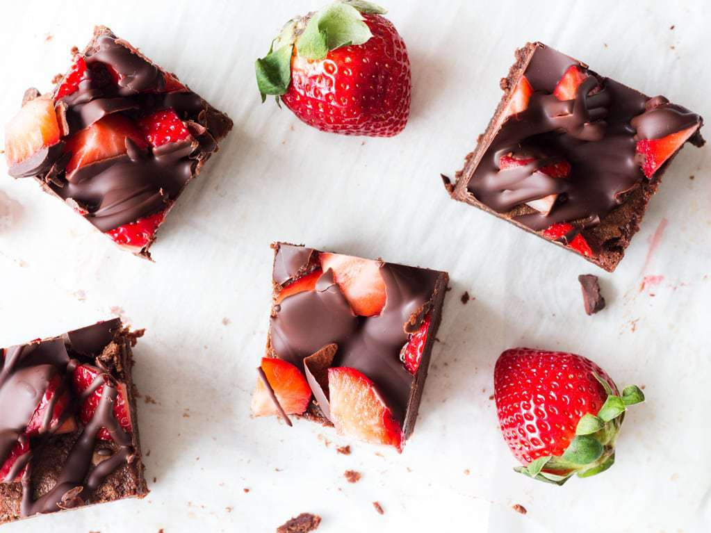 Chocolate covered strawberry brownies are a delicious recipe to try for Valentine's Day! | www.ifyougiveablondeakitchen.com