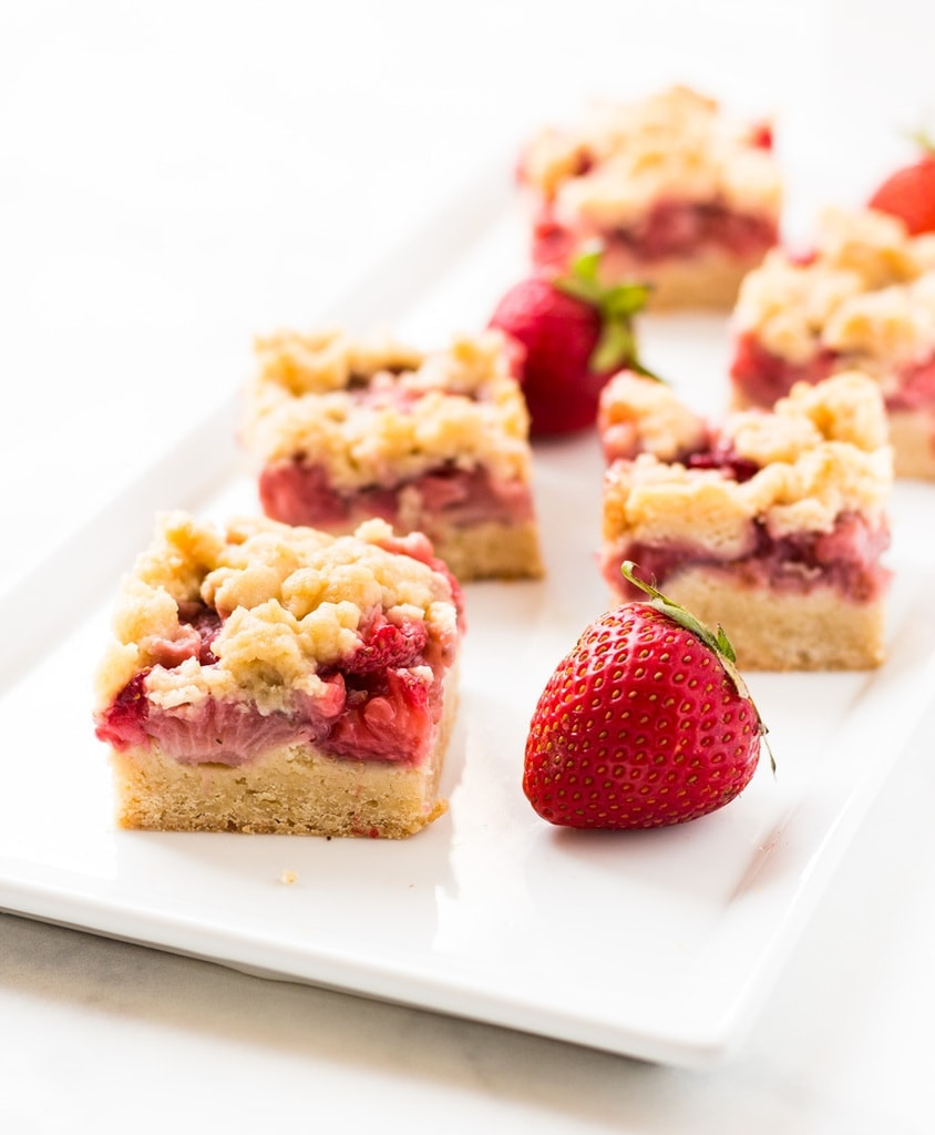Strawberry crumb bars are the perfect summer dessert. | www.ifyougiveablondeakitchen.com