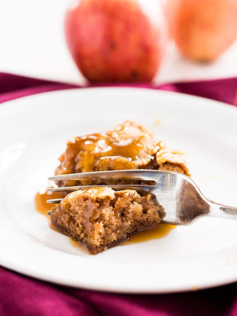 Try a bite of this caramel apple cake and you will go back for more! The recipe is easy to follow and makes a delicious fall cake! | www.ifyougiveablondeakitchen.com