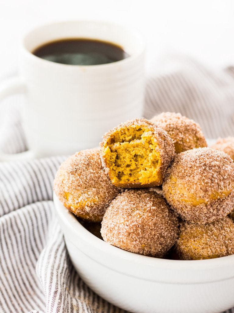 Mini pumpkin donut muffins are filled with fall flavors―cinnamon, nutmeg, cloves, and, of course, pumpkin!   www.ifyougiveablondeakitchen.com