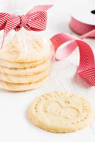 These sugar cookies are stamped with messages for santa. Put the stamp cookies in a bag tied with a bow for a sweet gift! | www.ifyougiveablondeakitchen.com